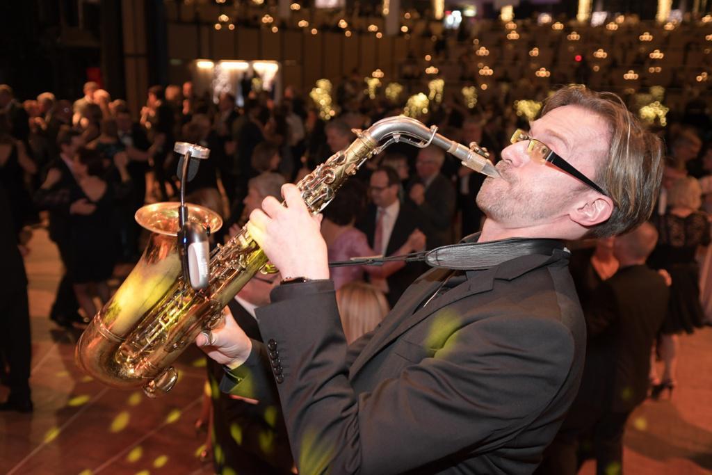 Tanzmusik – Mister SAX in der Paderhalle