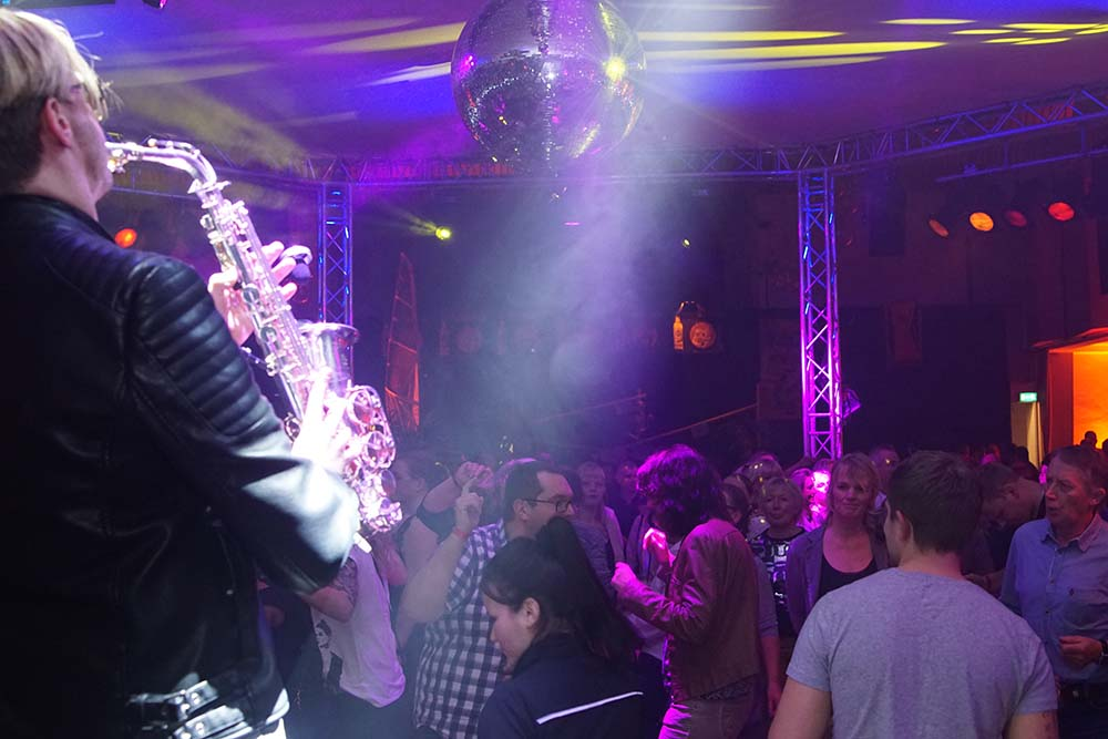 Solo Saxophon im Sauerland – Ü30 Party mit Mister SAX